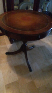 LIVING ROOM ROUND ANTIQUE TABLE