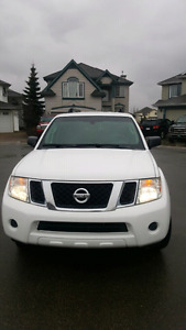 2008 Nissan Pathfinder with tow package 7 seats