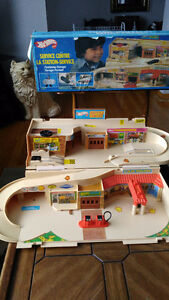 1979 Hot Wheels Service Centre - Complete with Box!