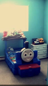 Thomas the Train   bed with toy box built in one.   B.O.