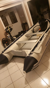 Brand New inflatable boat 12.5ft, 6 person boat