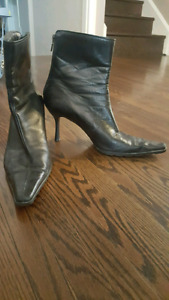 Black leather ankle boots, size 40 *NEW PRICE