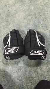 REEBOK Youth Gloves 11""