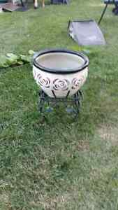 PLANT STAND AND PLANTER POT