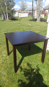 Kitchen table for sale, good condition, looks great!