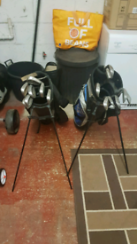 2 X GOLF BAGS / 2 X SETS OF CLUBS AND 2 X STANDS