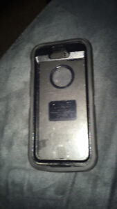 iPhone SE Defender Otterbox with clip
