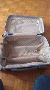 Ormi hardshell luggage  Kingston Kingston Area image 4
