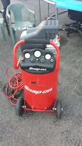 compresseur 20 gallons snap on neuf excellente condition