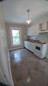 Available immediately 2 bedroom with Den  Downtown Barrie