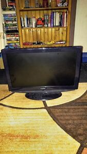 26 INCH INSIGNIA LCD FLAT SCREEN TV FOR SALE