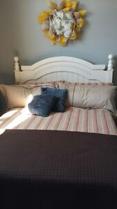 SOLID WOOD QUEEN HEADBOARD BOX SPRING AND MATRESS