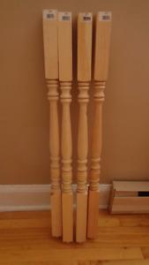 4 Poteaux*Barreaux NEUFS en pin pour rampe d'escalier ou autre