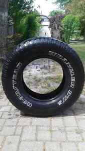 1 GOODYEAR WRANGLER RT/S TIRE - LOW PRICE, USED, GOOD TREAD Windsor Region Ontario image 1
