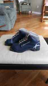 Cross county ski boots size EU 38 or US 6- fit much smaller