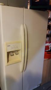 Kenmoore side by side fridge - freez
