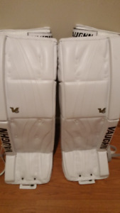 Vaughn V6 2200 Senior Pro goalie leg pads.Brand New 33+2