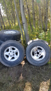 Tires and rims Lt265 16  and Lt245 16 off Dodge Ram