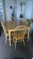LIGHT MAPLE KITCHEN TABLE - 6 CHAIRS - EXCELLENT CONDITION