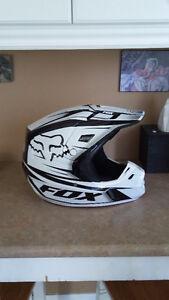 Fox V2 MX Helmet