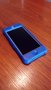 32GB iPod touch 5th Gen w/ Screen protector and Case on iOS 9.3
