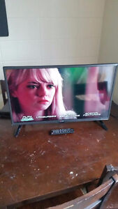 """32"""" INCH, LG. LED, HDTV, 1080p. Brand New Condition"""