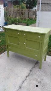 Beau meuble antique 250$ vert