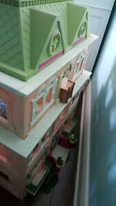Fisher Price living family dollhouse