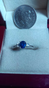 Elegant 10K white gold ring with sapphire and diamonds size 8