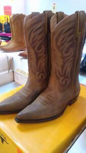 Store Closing/Vente de Fermeture Cowboy Boots/Brand Name Shoes