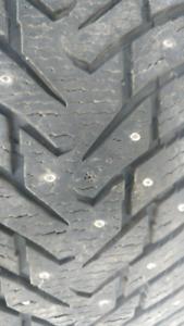 4 pneus d'hiver Nokian clouté 20 po