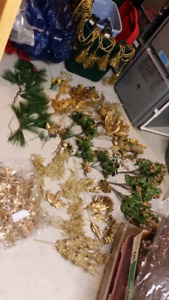 Assorted Gold flowers & garlands + ropes