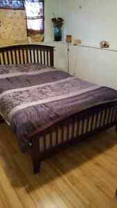 Queen bed serta frame boxspring and matress