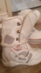Women's Lamar snowboard boots size 9