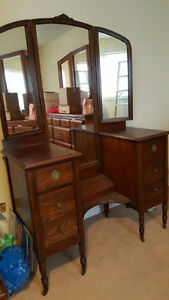 dressing table w/folding mirrors dovetail const dwrs orig hardwr