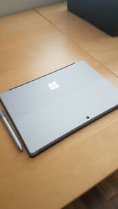 Like NEW Surface Pro 4 (i5, 8gb, 256gb with keyaboard + pen)