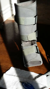 Aircast Boot with knee high socks and inflation tool