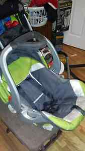 Coquille baby trend avec base auto