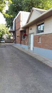 GREAT DOWNTOWN LOCATION-BRIGHT & SPACIOUS 2 BEDROOM LOWER APT