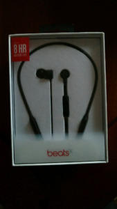 BeatsX headphones black brand new unopened. FREE DELIVERY