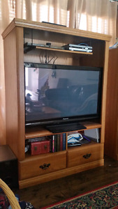 Nice Oak TV Stand for 42 inch tv w/drawers -still avail!