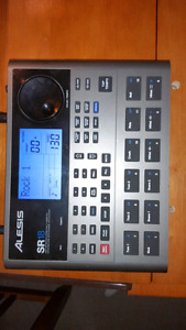 Alesis SR 18 drum machine excellent condition with Ac adapter