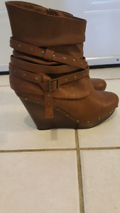 "Brand new ""not rated brand "" size 9 booties"