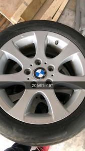 4 mags bmw 16 pouce et 4 pneu cloutés