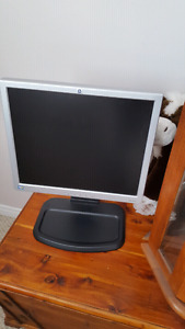 Hp 17 inch monitor with swivel up base