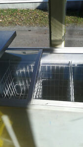 FREEZER ICE CREAM STYLE 350$ NEGOTIABLE West Island Greater Montréal image 3