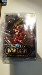 WORLD OF WARCRAFT FIGURE IN MINT CONDITION NEVER OUT OF THE BOX! London Ontario image 2