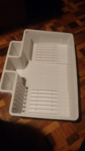 Large White Dish Drainer & 10 L Trash Can, Rubbermaid