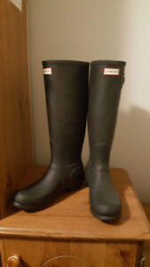 Size 9 new HUNTER boots