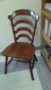 Chaises en bois marque Vilas